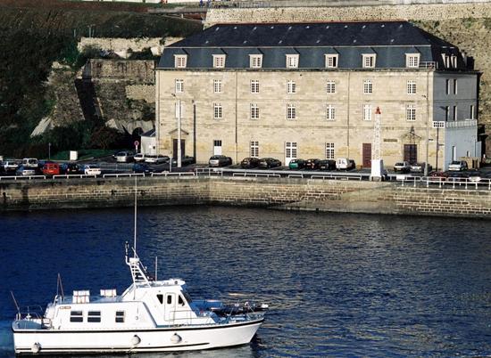 Base navale porte tourville base navale de brest for Les portes logiques de base